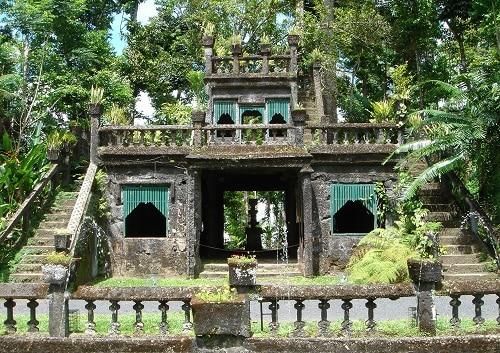 天空の城 パロネラパーク&神秘熱帯雨林ツアー