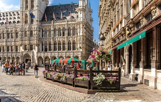 Grand-place-brussels-bar